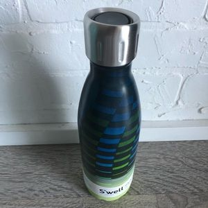 Swell bottle with sports cap - new
